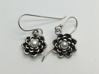 White Pearl Flowers Earrings