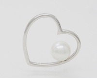 8mm Pearl Swayed Heart Pendant