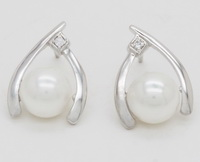 Modern Art X (8mm Pearl)  - Earrings