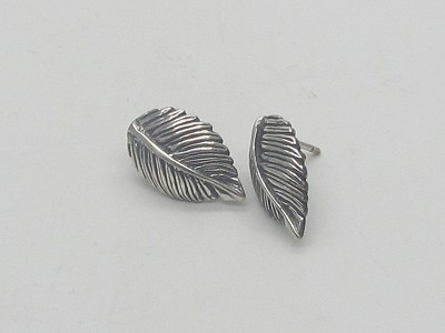 Curved Leaves Earrings